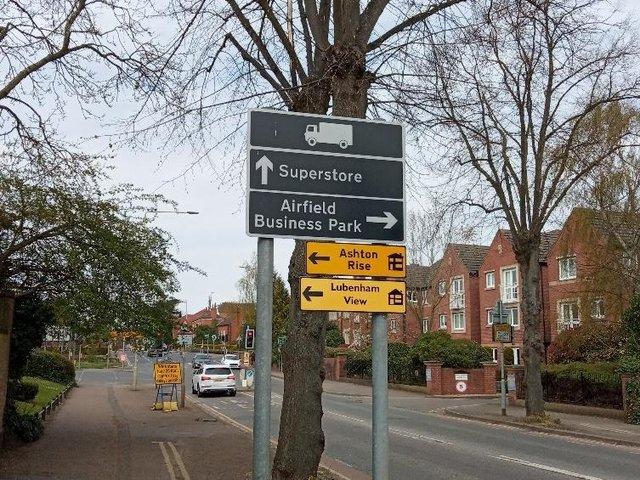 A major road sign on a busy Market Harborough thoroughfare has been confusing some drivers in the town.